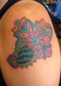 Colorful tattoo - Like the colors Paisley Tattoos, Color Tattoos, Tatoo Designs, Little Things Quotes, Pretty Tattoos, Temporary Tattoo, Traditional Tattoo, I Tattoo, Girl Tattoos