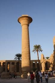 Columna de Taharqa. (Patio de Karnak). Dinastia XXV.