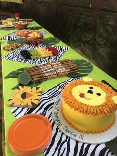 Jungle party savanne/safari B-Day Safari Party, Safari Theme Birthday, Jungle Theme Parties, Wild One Birthday Party, Baby Boy 1st Birthday, Boy Birthday Parties, Jungle Theme Cakes, Zoo Birthday Cake, Birthday Ideas