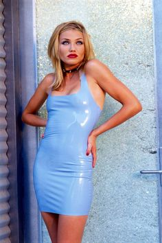 Cameron Diaz GQ Magazine February 1995 Photoshoot Latex mini dress / Textured layered hair / Sharp makeup - Very 90's
