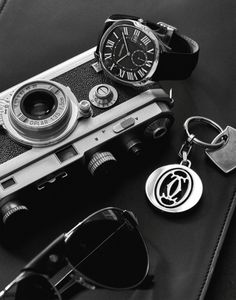 Here's a First Look at the All-New Drive de Cartier Line - Reis-Nichols Jewelers Armani Watches, Luxury Watches, Cartier Watches, New Drive, Watches Photography, Edc Everyday Carry, Watch Photo, Vintage Cameras, Fashion Watches
