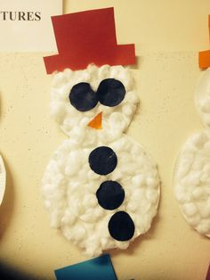 Snowman preschool Christmas craft :-) 2 paper plates, cotton balls, and card cut outs :) v simple & cute