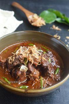 Buat brongkos lagi..hihi. Tapi kali ini spesial..pakai daging aja..nggak pakai tahu..kacang tholo..telur, dll. Pokoke cuma pengen dag... Pork Recipes, Asian Recipes, Cooking Recipes, Healthy Food Choices, Healthy Recipes, Diah Didi Kitchen, Good Food, Yummy Food, Indonesian Cuisine