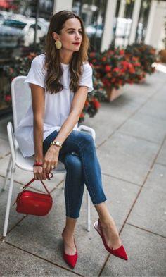 Más de 50 looks comprueban que todas necesitamos unos zapatos rojos Style Désinvolte Chic, Style Casual, Casual Chic, Fashion Blogger Style, Look Fashion, Fashion Brands, Cheap Fashion, Teen Fashion, Fashion Women