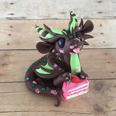 Strawberry-Cake-Dragon-Sculpture-by-Dragons-and-Beasties