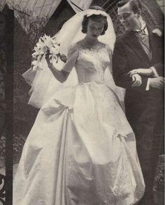 #1950s #bridebeauty #bride #bridal #bridalfashion #fashionhistory #historyoflove #historyoffashion #weddings #weddingday #weddinglove #weddinghistory #weddingphotography #vintage #vintagelove #vintagelook #vintagephoto #vintagefashion #events #amor #amordenovios #novias #history #loveislove http://gelinshop.com/ipost/1517813124722466646/?code=BUQWv7Ggh9W