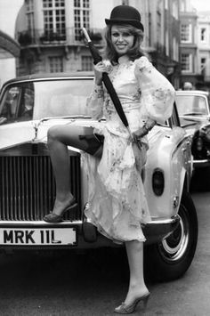 Joanna Lumley as 'Purdey' in the 'New Avengers' TV series posing with a RR Joanna Lumley, Avengers Girl, New Avengers, Srinagar, English Actresses, Actors & Actresses, British Actresses, Female Actresses, British Actors