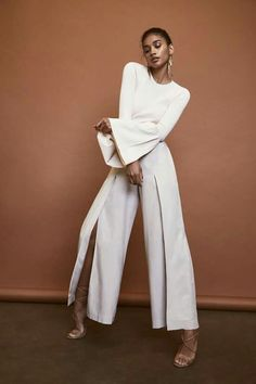 Bridal Jumpsuits are for the fashion forward bride, their unique styling gives them an 'edgy' but contemporary look that we simply can't ignore! Minimal Fashion, White Fashion, Minimal Chic, Mode Ootd, Fashion Outfits, Womens Fashion, Fashion Trends, Fashion Fashion, Fashion Tips