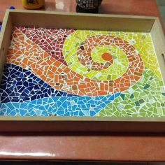 Mosaic Tray, Mosaic Glass, Mosaic Tables, Mosaic Furniture, Diy And Crafts, Arts And Crafts, Bottle Cap Art, Needlepoint, Decoupage