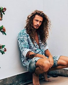 Giaro Giarratana curly hair long curly hair men inspiration Click the image now for more info. Long Curly Layers, Long Curly Hair Men, Long Layered, Hair And Beard Styles, Curly Hair Styles, Hipster Bart, Lange Blonde, Haircuts For Men, Curly Haircuts