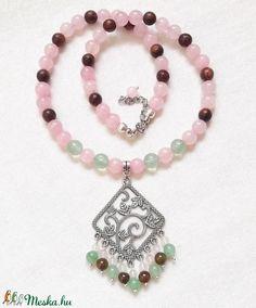 Rózsakert - rózsakvarc ásvány nyaklánc, féldrágakő gyöngysor különleges medállal (amethysta) - Meska.hu Beaded Bracelets, Charmed, Jewelry, Fashion, Moda, Jewlery, Jewerly, Fashion Styles, Pearl Bracelets