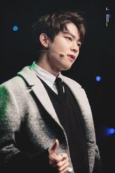Ooon 오운 || Jung Younghoon 정영훈 || Halo || 1993 || 180cm || Lead Dancer || Vocal || Leader >>> BIAS