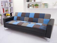 Apportez de la couleur et de l'originalité à votre intérieur avec le canapé clic-clac DAMIA au patchwork tendance, qui se transforme rapidement en couchage d'appoint !