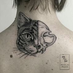 Everybody loves cats and tattoos, so why not combine your love and get a cat tattoo? Here are some of our favourite cat tattoos. Skull Cat, Cat Skull Tattoo, Tattoo Gato, Bird Skull, Trendy Tattoos, Love Tattoos, Beautiful Tattoos, Print Tattoos, Piercing Tattoo
