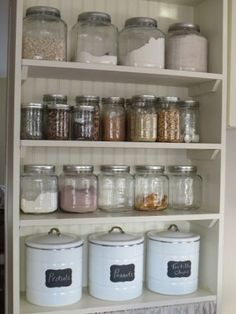 Glazen potten in de keuken