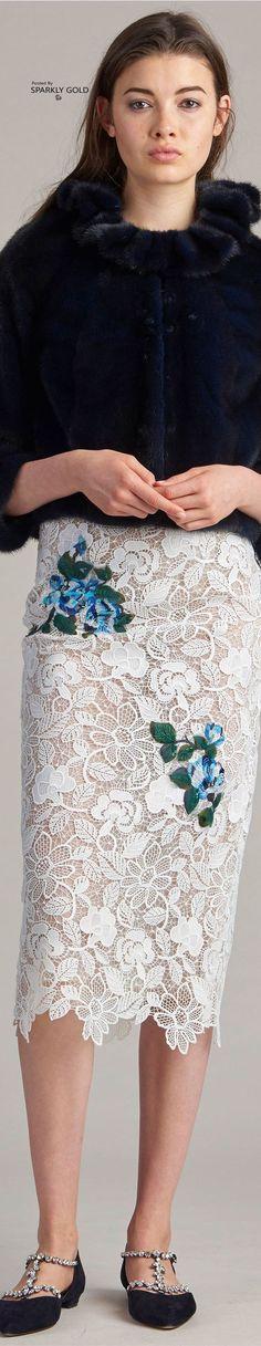 Floral Fashion, Fur Fashion, Fashion Outfits, Fashion Design, Women's Runway Fashion, Couture Fashion, Fashion Trends, Monique Lhuillier, Beautiful Gowns