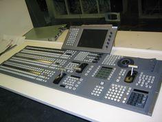 File:Mesa de vídeo 1.JPG