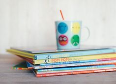 Montessori homeschooling looks different for everyone. But one popular and common goal among Montessori homeschoolers is teaching reading. Best Children Books, Childrens Books, Young Children, Adult Children, Toddler Speech, Toddler Storytime, Toddler Learning, Reading Habits, Maria Montessori