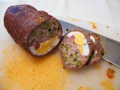 """Uno dei piatti più saporiti della cucina tradizionale siciliana è sicuramente il """"Falsomagro"""", un rotolo di carne di manzo riempito con una ricca farcia. C'è chi fa risalire il nome al fatto che q..."""