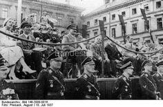 München.- Festumzug am Tag der Deutschen Kunst, Zuschauertribüne am Odeonplatz, von links nach rechts: Frau Troost, Joseph Goebbels, Adolf Hitler, Hermann Göring, Adolf Wagner, ? , Rudolf Heß