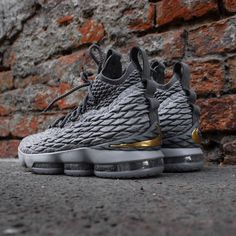 Different Types Of Sneakers Every Man Needs – Men Shoes Site Ankle Shoes, Men's Shoes, Shoes Sneakers, Sneakers Design, Gold Sneakers, Girls Basketball Shoes, Shoes Wallpaper, James Shoes, Nike Boots