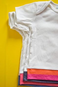 anu*miki: Turning a onesie into a t-shirt. It's all in German but I think I get the idea. Sewing Kids Clothes, Sewing For Kids, Baby Sewing, Sewing Hacks, Sewing Tutorials, Diy Vetement, Baby Crafts, Diy Clothing, Learn To Sew
