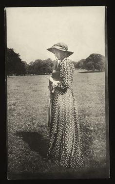 House of Sighs - violentwavesofemotion: Virginia Woolf photographed. Virginia Woolf, Pictures Of Virginia, Leonard Woolf, Rainforest Project, Duncan, Vanessa Bell, Bell Art, Bloomsbury Group, Room Of One's Own