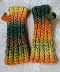 H hobbyside: Pulsvanter med falsk flette Crochet Toys, Leg Warmers, Fingerless Gloves, Mittens, Knitwear, Hello Kitty, Knitting, Free, Socks