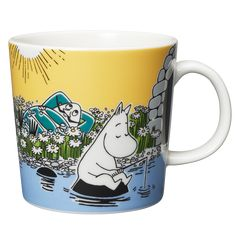 Moomin summer season mug only made as a limited set. Available in April Made in Finland! The design is taken from the Moomin falls in love in the comic album Moomin Shop, Moomin Mugs, Scandinavian Furniture, Scandinavian Design, Tove Jansson, Nordic Home, Yellow Background, Marimekko, Ceramic Mugs