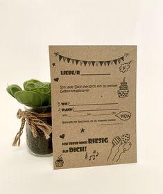 Lade Deine Freunde ein mit unserer Einladungskarte.  Material: recyceltes  Kraftpapier Material, Place Cards, Place Card Holders, Kraft Paper, Recyle, Boyfriends, Invitations