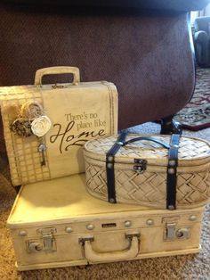 Old suitcase painted with chalk paint! This is great because I never like the colors of the old suitcases I find at goodwill! Vintage Suitcases, Vintage Luggage, Vintage Trunks, Chalk Paint Projects, Diy Projects, Painted Suitcase, Old Luggage, Old Trunks, Train Case