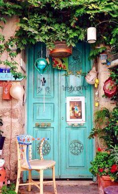 32 ideas old door with windows ideas garden gates Cool Doors, Unique Doors, The Doors, Windows And Doors, Door Knockers, Door Knobs, When One Door Closes, Deco Boheme, Doorway