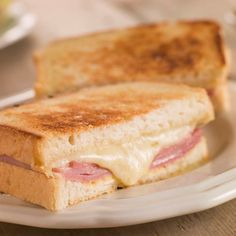 Croque monsieur is a grilled ham and cheese sandwich that originated in France in the early I'd day it's close to the perfect lunch. Grilled Ham And Cheese, Making Grilled Cheese, Grilled Bread, Sandwich Jamon Y Queso, Cheese Sandwich Recipes, Sandwich Day, Actifry Recipes, Sandwiches, Melted Cheese