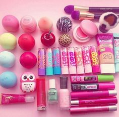 Lip balm collection with: EOS lip balms, Sephora lip balms, H&M owl lip balm, BABY LIPS sticks, macaroon lip balm and lip gloss tubes. Sephora Lip, Eos Lip Balm, Lip Balms, Lip Gloss Tubes, Cute Makeup, Aesthetic Makeup, Lip Care, Body Care, Pink Lips