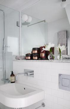 House of Philia Monochrome Interior, Scandinavian Interior, Interior Inspiration, Room Inspiration, House Of Philia, Relaxing Bathroom, New Toilet, Family Bathroom, White Home Decor