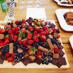 That's what I call a sweets platter! Is it weird I went in for the fruit first? So lush! (But of course I had some chocolate too) (easy desert recipes for parties) Party Platters, Food Platters, Party Buffet, Dessert Platter, Fingerfood Party, Snacks Für Party, Party Appetizers, Fruit Party, Food Presentation