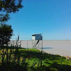 Un lieu hors du temps  Le charme des carrelets sur l'estuaire de la  Gironde #carrelets #belem #beychevelle #nouvelleaquitaine #girondetourisme #slowlife #stunningview #charmingplace #routedesvins #chateaubeychevelle #familytour #instalife #mercilavie
