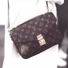 Louis Vuitton new handbags collection http://www.justtrendygirls.com/louis-vuitton-new-handbags-collection/