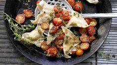 Bella Italia auf Deutsch: Kartoffel-Ravioli mit gedünsteten Tomaten | http://eatsmarter.de/rezepte/kartoffel-ravioli