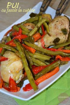 Pui cu fasole verde la cuptor - RETETE DUKAN Chicken Salad Ingredients, Blood Type Diet, Dukan Diet, I Foods, Carne, Green Beans, Food And Drink, Cooking Recipes, Vegetables