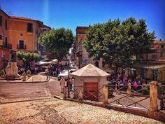 The Square🌴☀️🍀🌸🌻🌼🌿🌳☀️🏰  #borgomedievalesandonatovaldicomino #travelgram #square #borghitalia #borghiditalia #borghipiubelliditalia #bandieraarancione #touringclub #travelling #Piazza #borghitalia #parconazionaledabruzzolazioemolise #paesaggi #instaflowers #sandonatovaldicomino #ciociaria #regionelazio #igersciociaria #igerslazio #lazio #instatravel #valdicomino #igersitaly #loves_united_lazio #viviciociaria  #summer #instasummer #paese #instanature