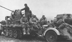 2 cm FlaK 38 auf Sd.Kfz. 10/5 mit Behelfspanzerung.