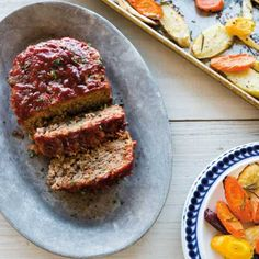 For this classic meat loaf recipe, we& eliminated the need for loaf pans by creating free-form meat loaves right on the baking sheet alongside vegetables. Make Dog Food, Best Homemade Dog Food, Dog Treat Recipes, Dog Food Recipes, Dinner Recipes, Dinner Ideas, Meatloaf Recipes, Beef Recipes, Traeger Recipes