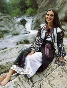 Traditional Fashion, Traditional Outfits, Folk Fashion, Womens Fashion, Ukrainian Dress, Ukraine Women, Ethno Style, Folk Clothing, European Girls
