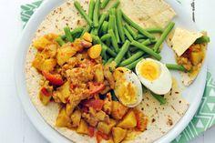 Surinaamse roti kip met sperziebonen en ei - Recept - Allerhande
