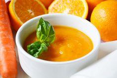 Das Rezept der #Orangen-Karotten-Suppe ist genau richtig nach einer Winterwanderung. Sie wärmt und erfreut durch die kräftige Farbe auch das Auge.