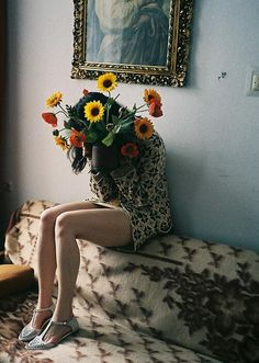 I`m really into the flowers in front of the face photos for some reason. Okay, mostly because I love the flowers. Camille Desmoulins, La Madone, Art Photography, Fashion Photography, Her Hair, Just In Case, Elsa, Bouquet, Tumblr