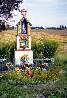 39 Kapliczki-Wayside Shrines ideas in 2021 | shrine, poland, czestochowa Catholic Prayers, Catholic Traditions, Home Altar, Beautiful Rose Flowers, Historical Images, Arte Popular, Chapelle, Mother Mary, Mellow Yellow
