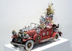 """""""King Ubu et son chauffeur"""", Olivier Sultan, 2015. Assemblage d'objets divers. En vente dans notre rubrique Store."""