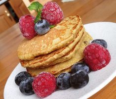 Lívance s ovocem I Foods, Smoothie, Fitness, Pancakes, Breakfast, Recipes, Smoothies, Breakfast Cafe, Pancake
